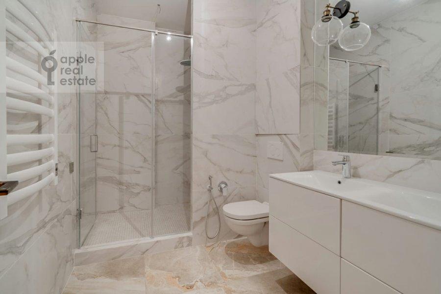 Bathroom of the 4-room apartment at Malaya Pirogovskaya ulitsa, 8 8