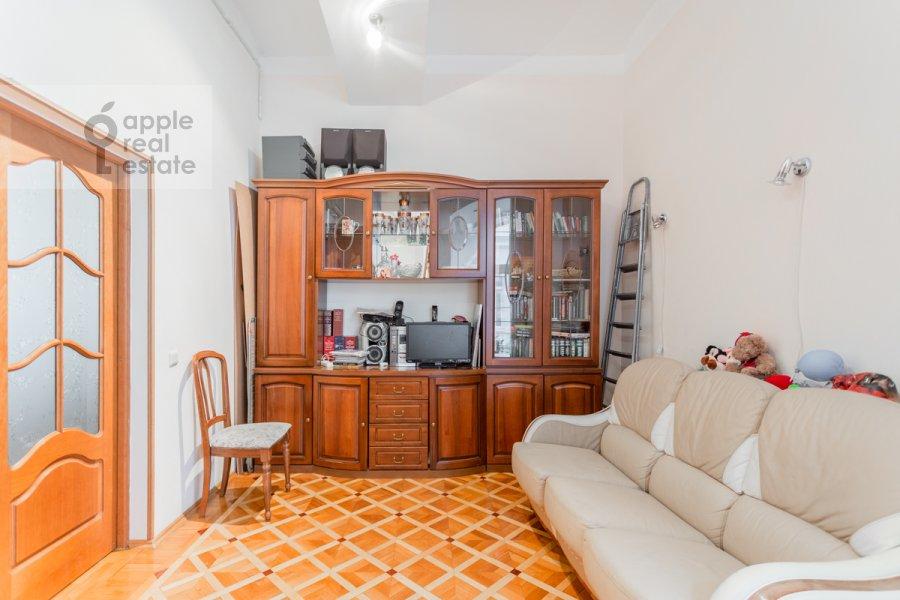 Children's room / Cabinet of the 3-room apartment at Varsonof'evskiy per. 4s1