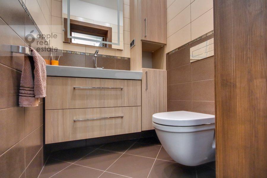 Bathroom of the 3-room apartment at Pogorel'skiy per. 6