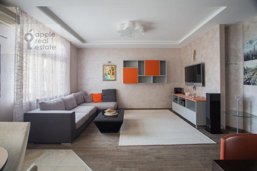 Living room of the 3-room apartment at Pogorel'skiy per. 6