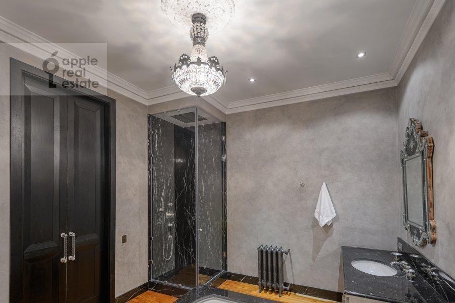 Санузел в 5-комнатной квартире по адресу Мичуринский пр-т. 6к2