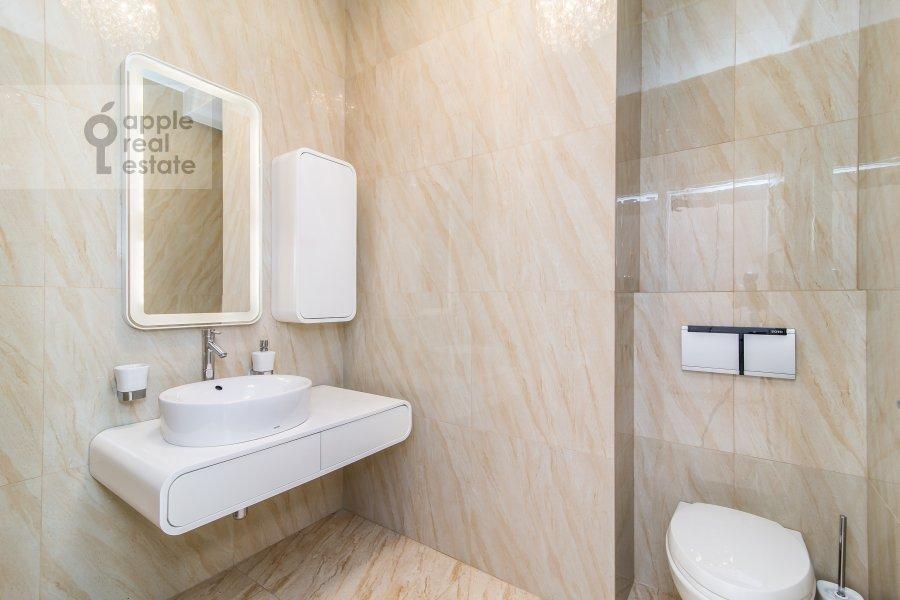 Bathroom of the 2-room apartment at Davydkovskaya ul. 18