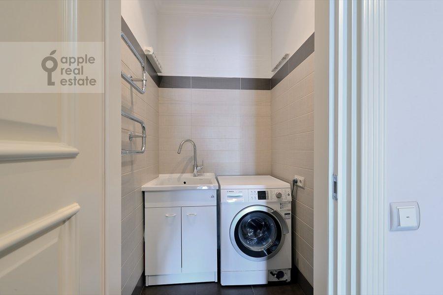 Walk-in closet / Laundry room / Storage room of the 4-room apartment at Nezhinskaya ul. 1k1