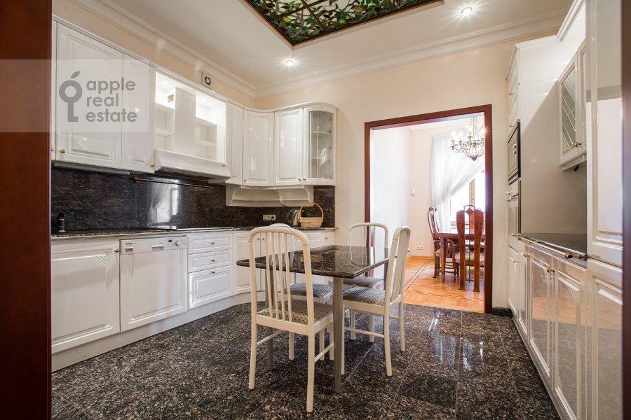 Кухня в 4-комнатной квартире по адресу Остоженка ул. 7к1