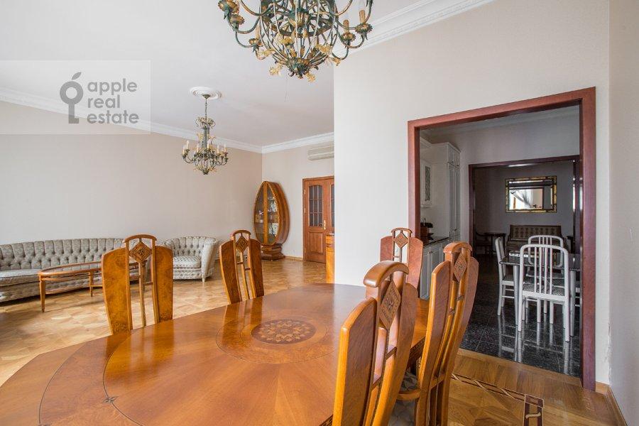 Гостиная в 4-комнатной квартире по адресу Остоженка ул. 7к1