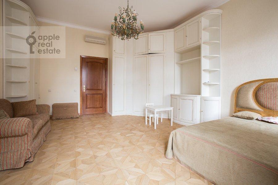 Спальня в 4-комнатной квартире по адресу Остоженка ул. 7к1