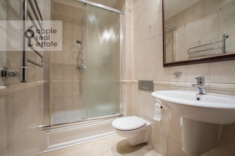 Санузел в 4-комнатной квартире по адресу Остоженка ул. 7к1