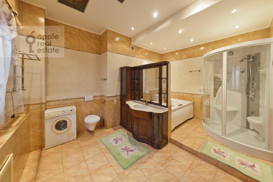 Bathroom of the 4-room apartment at Zagorskogo pr. 11