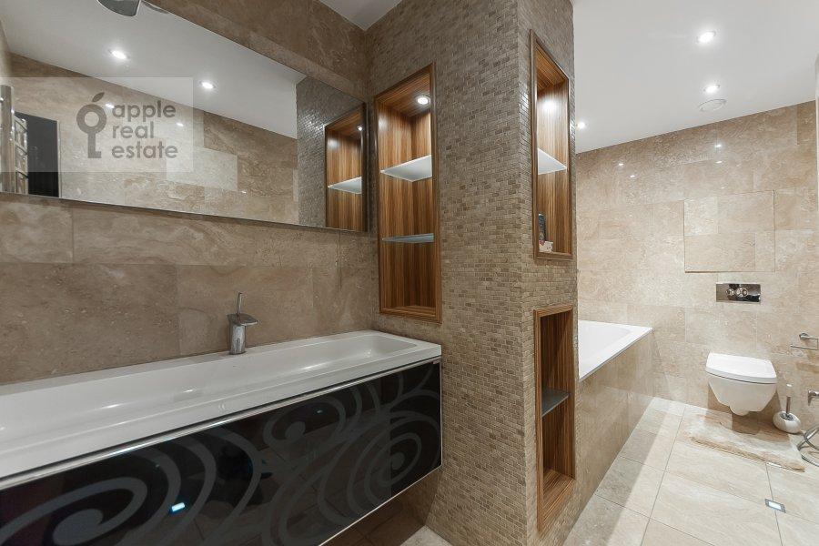 Bathroom of the 3-room apartment at Khoroshevskoe shosse 16k2
