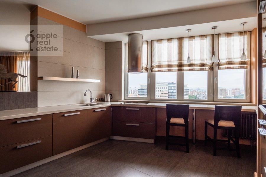 Кухня в 4-комнатной квартире по адресу Профсоюзная улица 41