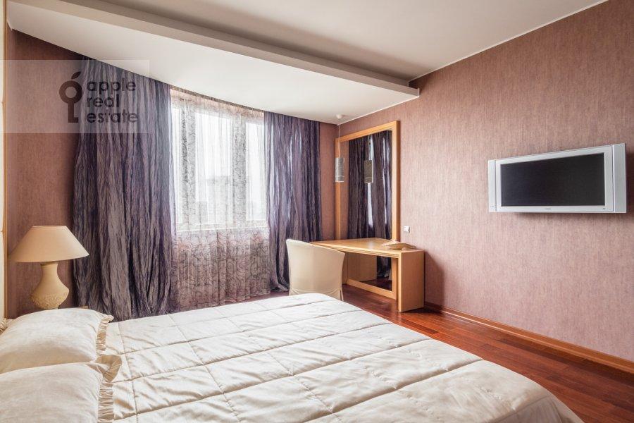 Спальня в 4-комнатной квартире по адресу Профсоюзная улица 41