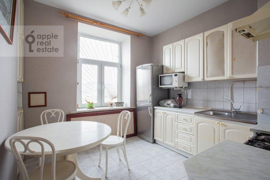3-room apartment at Ermolaevskiy per. 18a