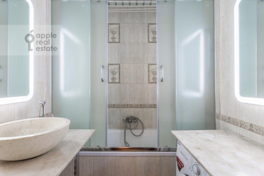 Bathroom of the 2-room apartment at Narodnogo Opolcheniya ul. 11