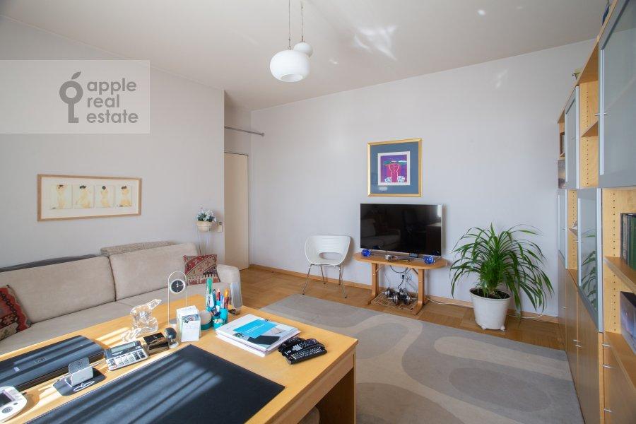 Living room of the 3-room apartment at Sukharevskiy Bol'shoy per. 11