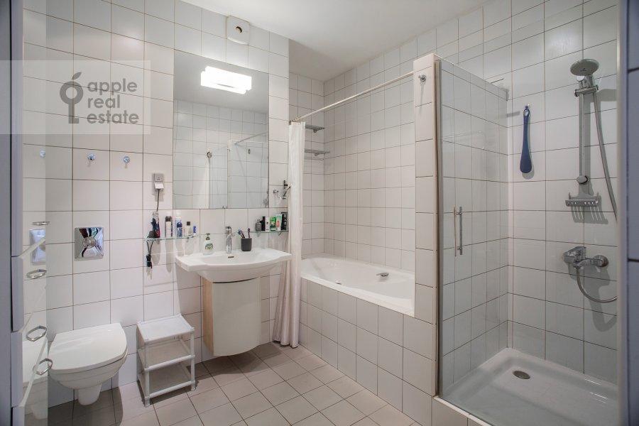 Bathroom of the 3-room apartment at Sukharevskiy Bol'shoy per. 11