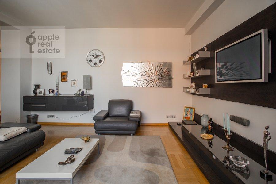 Гостиная в 3-комнатной квартире по адресу Сухаревский Большой пер. 11