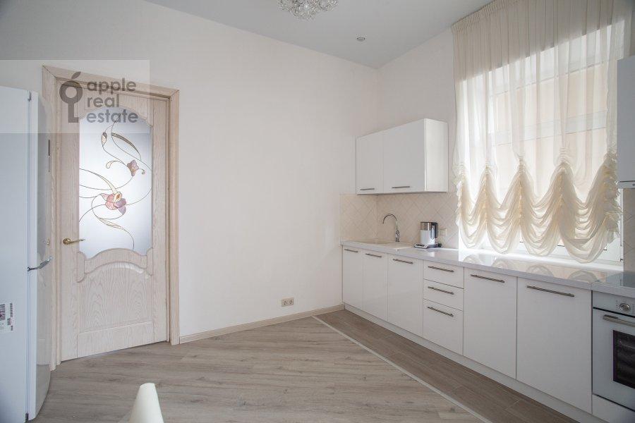 Кухня в 2-комнатной квартире по адресу Новый Арбат 31/12