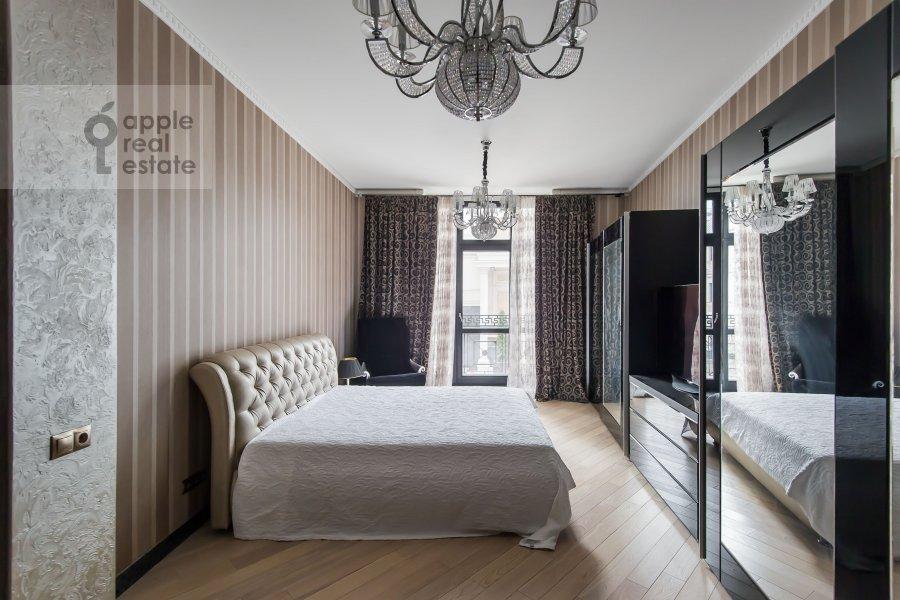 Bedroom of the 4-room apartment at Podsosenskiy pereulok 3