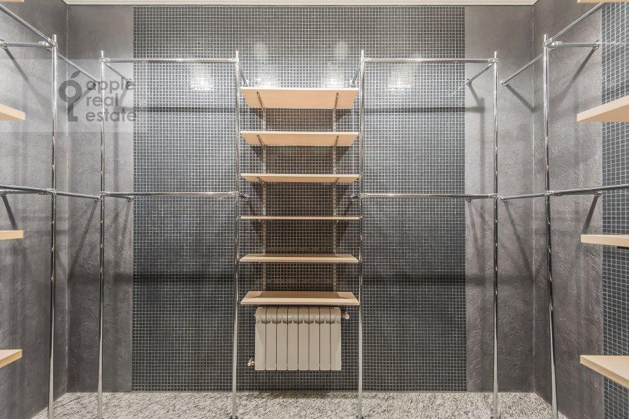 Walk-in closet / Laundry room / Storage room of the 4-room apartment at Podsosenskiy pereulok 3