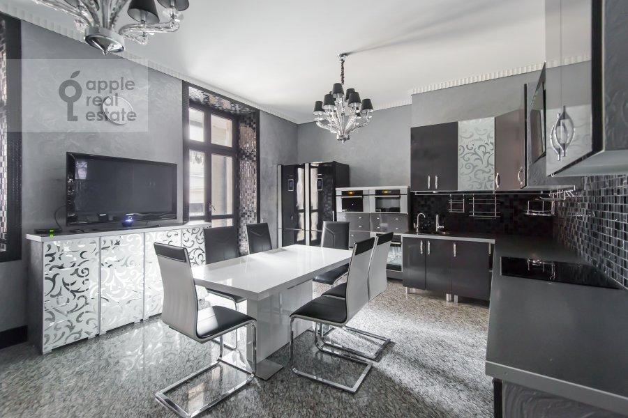 Kitchen of the 4-room apartment at Podsosenskiy pereulok 3