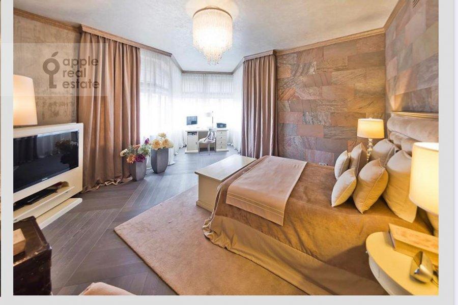 Гостиная в 4-комнатной квартире по адресу Коробейников переулок 18