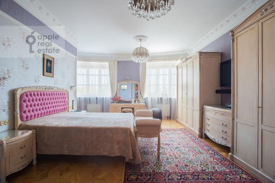 Bedroom of the 5-room apartment at Bol'shoy Kozikhinskiy pereulok 14s2