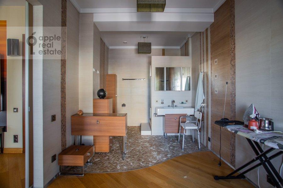 Corridor of the 5-room apartment at Bol'shoy Kozikhinskiy pereulok 14s2