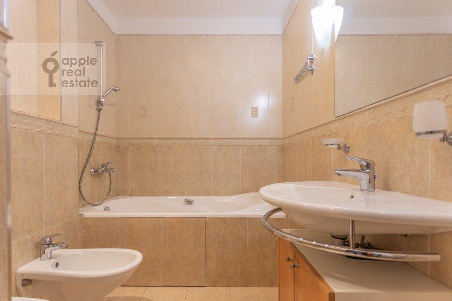 Bathroom of the 5-room apartment at Filippovskiy per. 9