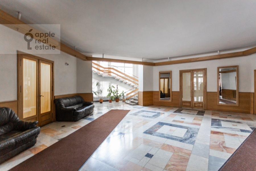 Entrance of the 3-room apartment at Granatnyy per. 10s1