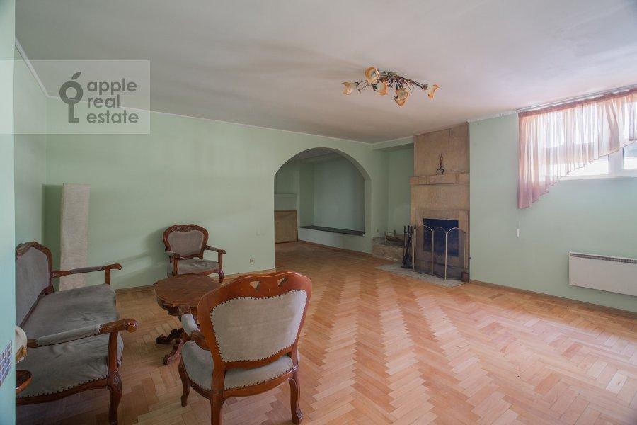 Гостиная в 3-комнатной квартире по адресу Тверская ул. 27