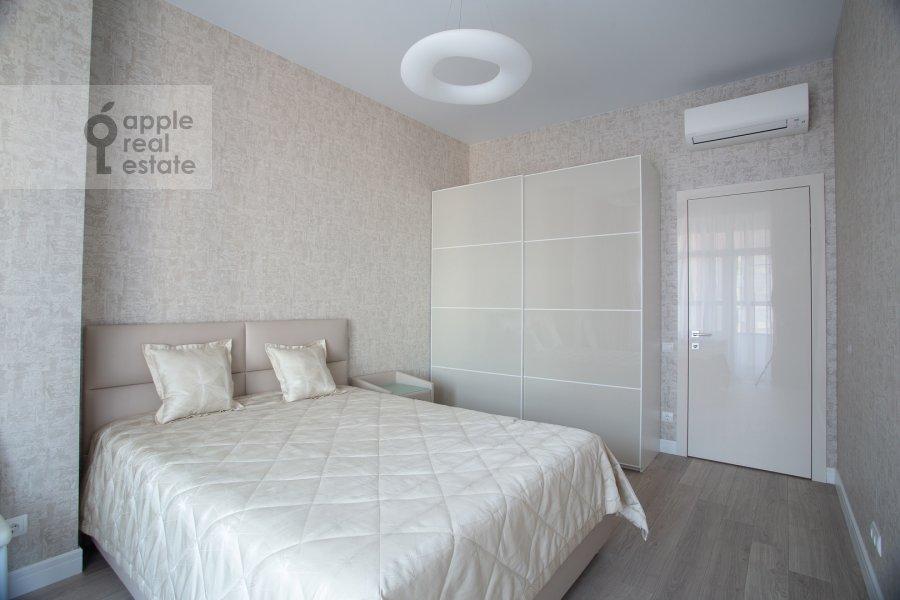 Bedroom of the 3-room apartment at Shelepikhinskaya naberezhnaya 34k2
