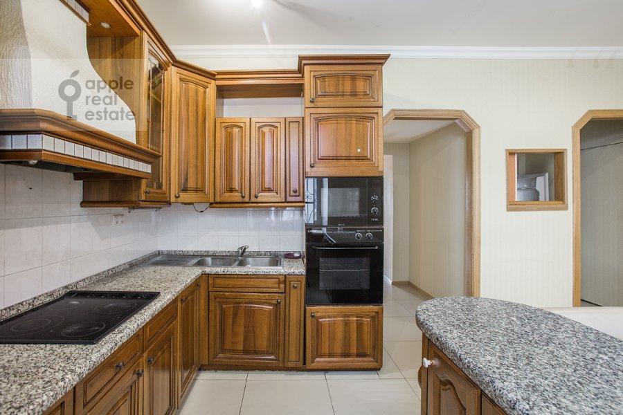 Кухня в 5-комнатной квартире по адресу Новокузнецкая ул. 33с1