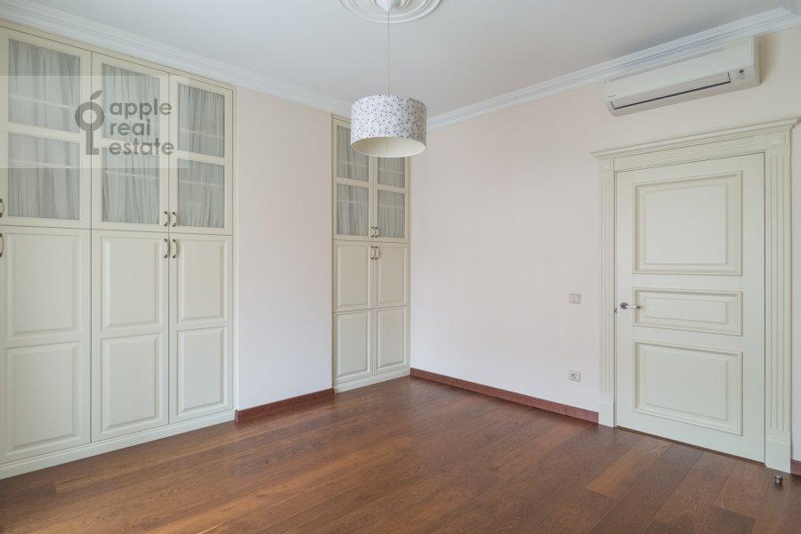 Спальня в 4-комнатной квартире по адресу Тверская-Ямская 1-я ул. 9