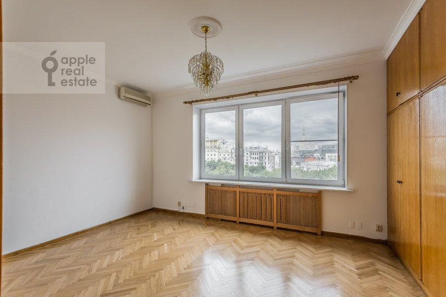 Bedroom of the 4-room apartment at Bronnaya Malaya ul. 38