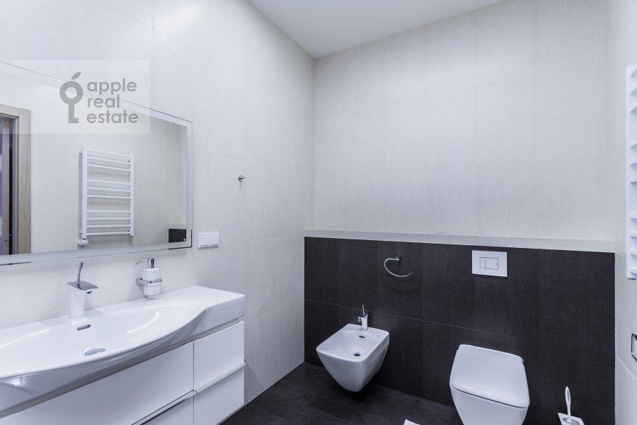 Bathroom of the 4-room apartment at Malaya Polyanka 2