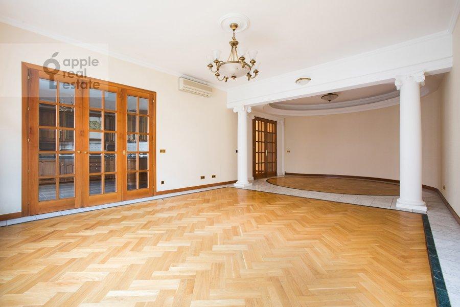 Гостиная в 4-комнатной квартире по адресу Лесная ул. 6к1