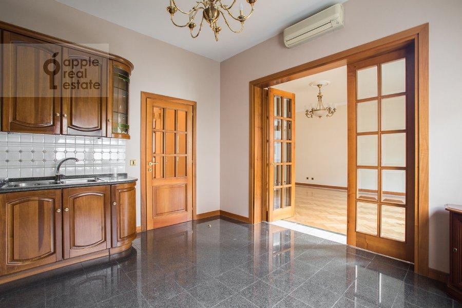 Кухня в 4-комнатной квартире по адресу Лесная ул. 6к1