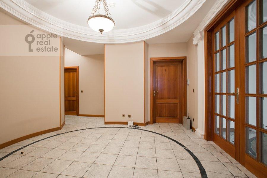 Коридор в 4-комнатной квартире по адресу Лесная ул. 6к1