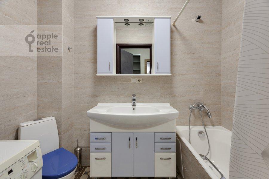 Bathroom of the 3-room apartment at Konyukhova 9