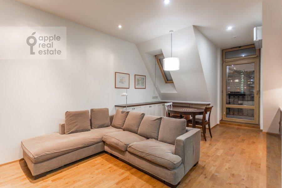 Living room of the 2-room apartment at Merzlyakovskiy pereulok 13