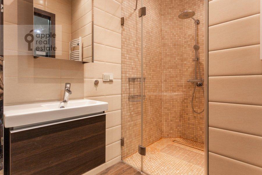 Bathroom of the 2-room apartment at Merzlyakovskiy pereulok 13