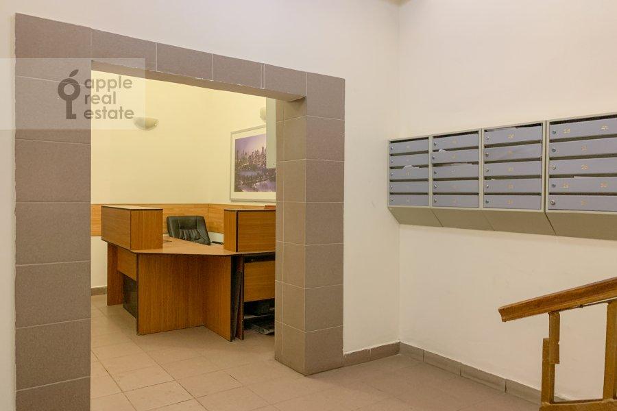 Entrance of the 2-room apartment at Merzlyakovskiy pereulok 13