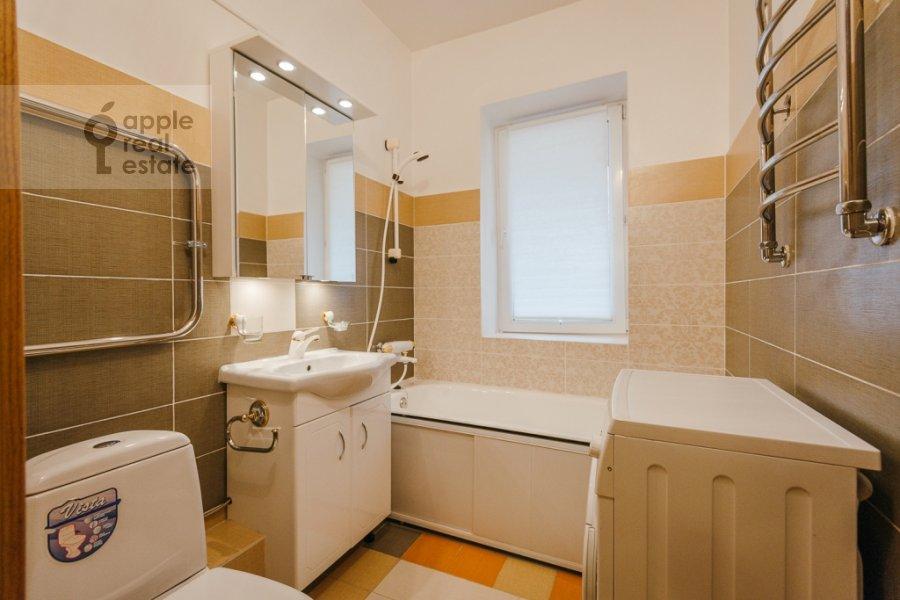 Bathroom of the 3-room apartment at Karamyshevskaya naberezhnaya 12k1