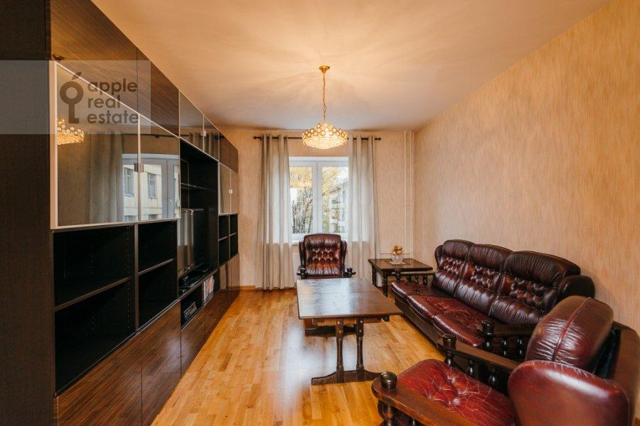 Living room of the 3-room apartment at Karamyshevskaya naberezhnaya 12k1