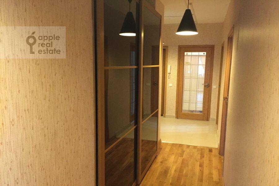 Corridor of the 3-room apartment at Karamyshevskaya naberezhnaya 12k1