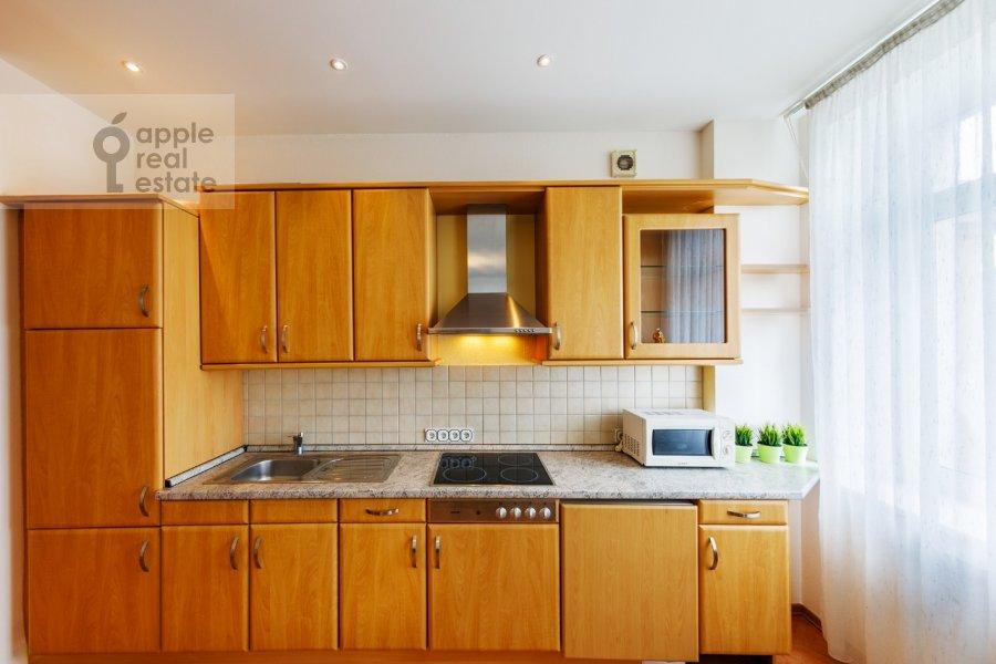 Kitchen of the 2-room apartment at Kosmodamianskaya nab. 36