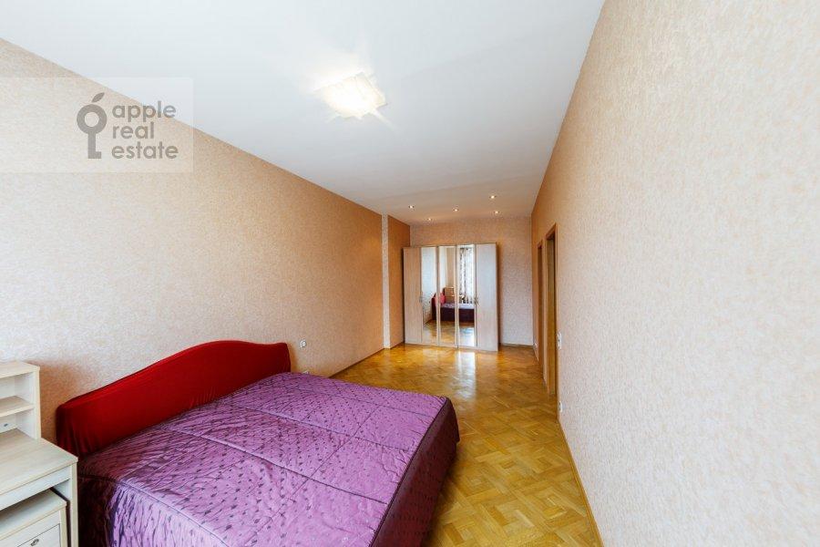 Bedroom of the 2-room apartment at Kosmodamianskaya nab. 36