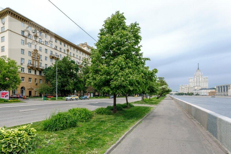 Photo of the house of the 2-room apartment at Kosmodamianskaya nab. 36