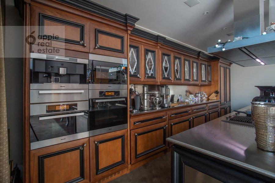 Кухня в 5-комнатной квартире по адресу Климашкина 17с2