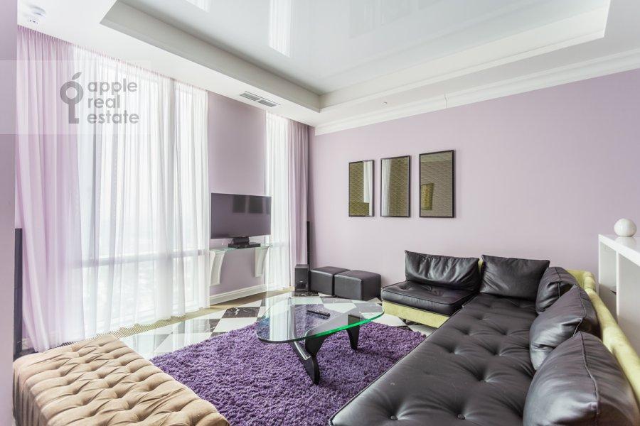 Гостиная в 3-комнатной квартире по адресу Мосфильмовская улица 8